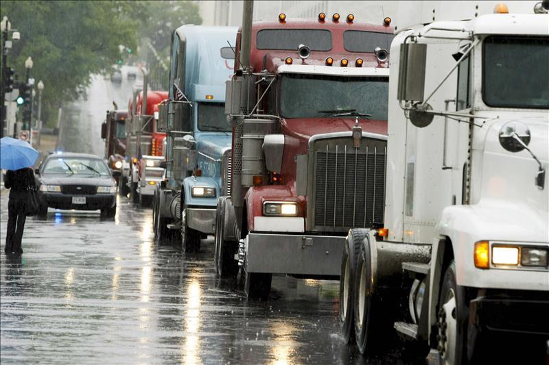 Camioneros de Illinois protestan por mejores condiciones de trabajo