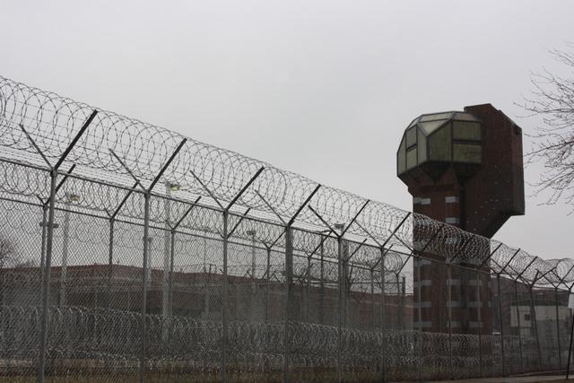 Juez ordena distanciamiento social y otras medidas contra el coronavirus en cárcel de Chicago
