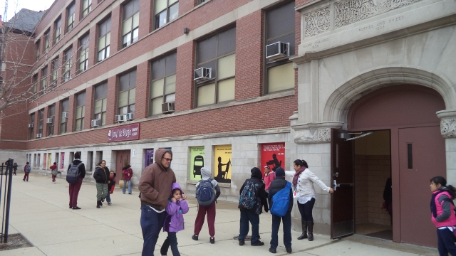 Los funcionarios dicen que esperan que la nueva programación ayude a mantener a los estudiantes en las escuelas del vecindario