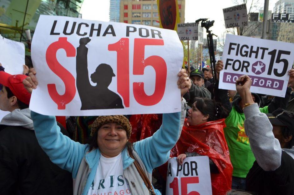 Aprueban en Illinois salario mínimo de $15 la hora, Pritzker promete promulgarlo