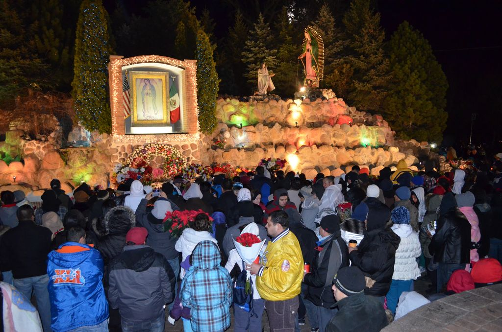 Multitudinaria feligresía acude al Cerrito del Tepeyac en Des Plaines para venerar a la Virgen Morena.