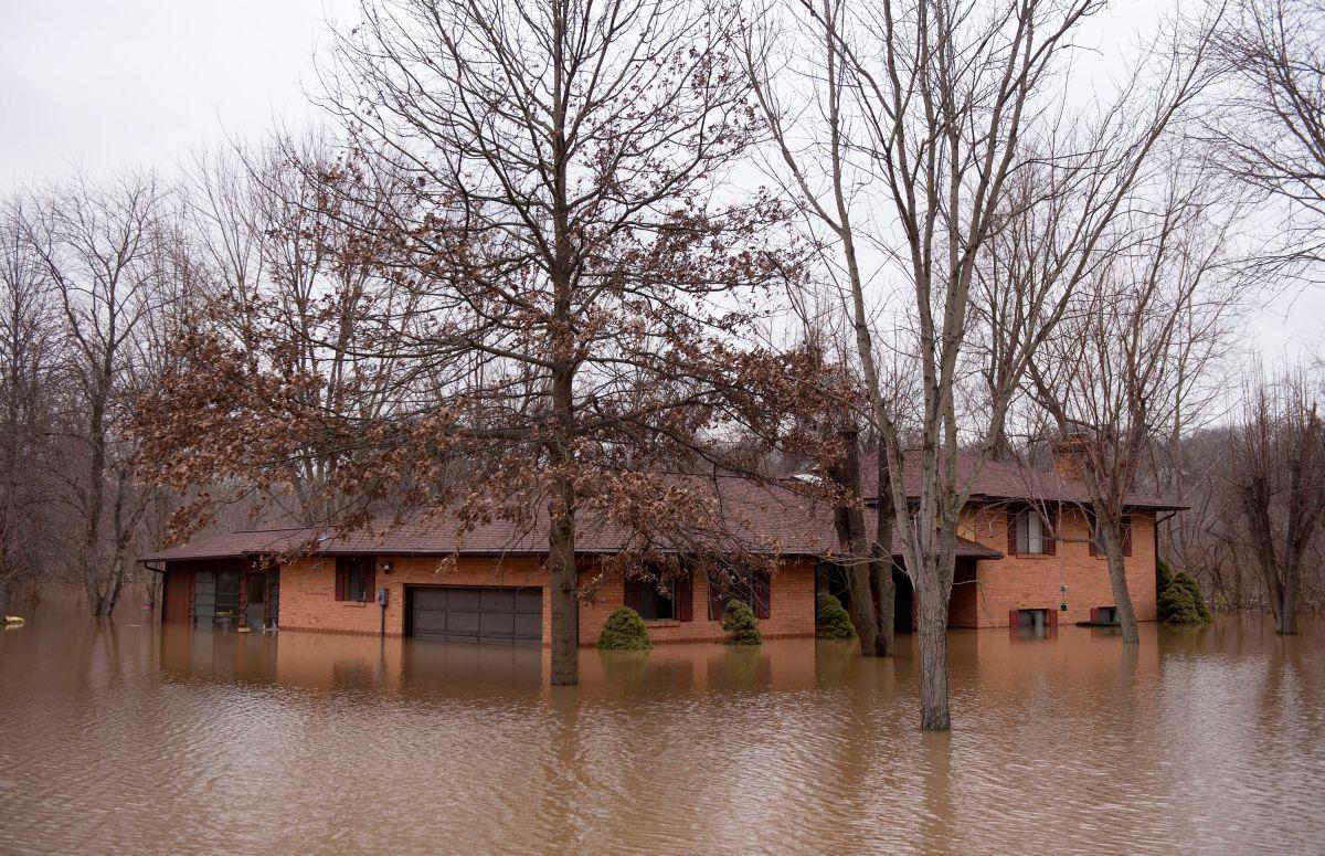Inundaciones afectan a varias comunidades en el norte de Illinois