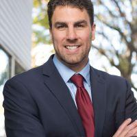 Jason Gonzales, el candidato que planta cara al poderoso Madigan