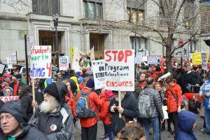 Miles marchan en Chicago en apoyo al Sindicato de Maestros