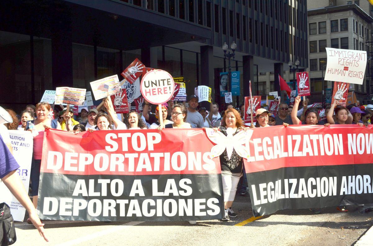Indocumentados de Chicago esperan surja una reforma migratoria y cese a las deportaciones en la era Joe Biden. Foto Belhú Sanabria/La Raza
