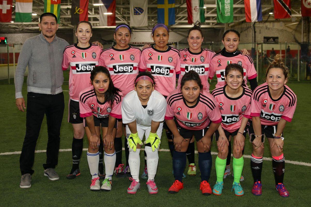La Liga de Futbol Latinos Unidos permite a las mujeres jugar gratis.
