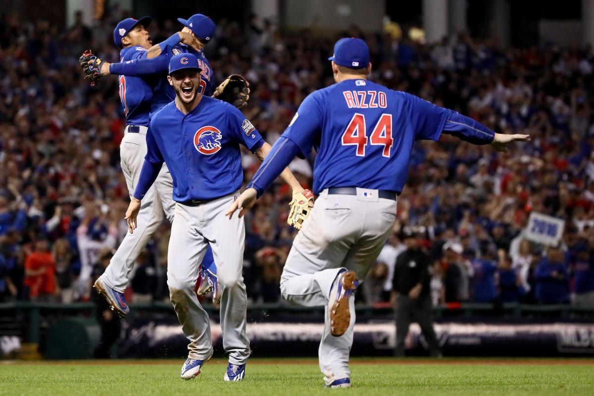 Kris Bryant y Anthony Rizzo, mayores estrellas de los Cubs. Junto a Addison Russell y Javier Báez (al fondo) forman el infield de ensueño de las Grandes Ligas.