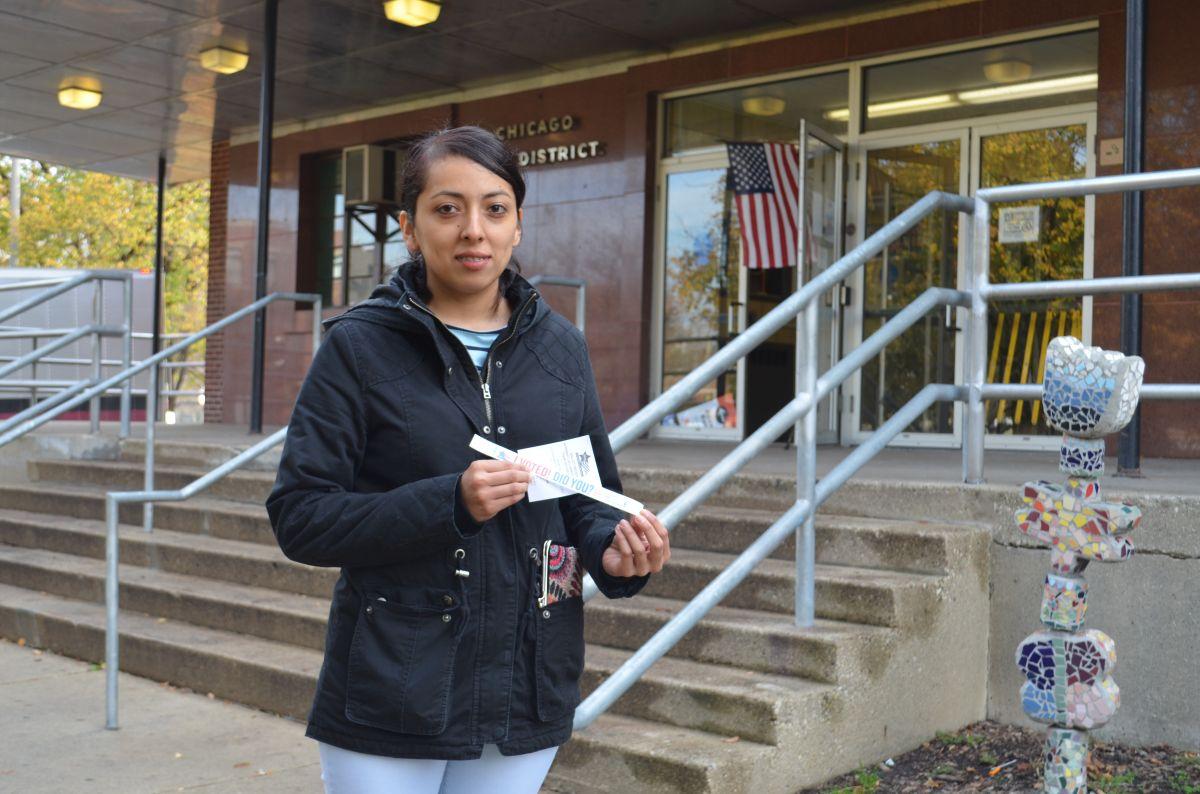Latinos se movilizan en Chicago para votar en las elecciones presidenciales