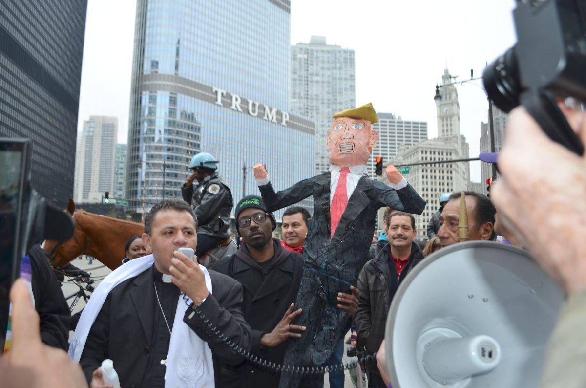Chicago se suma al torrente de protestas contra la presidencia de Trump