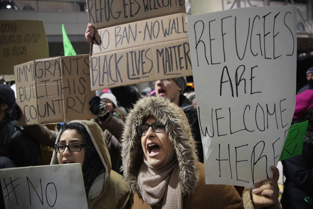 Debaten cómo mantener y ampliar a Chicago como santuario para inmigrantes