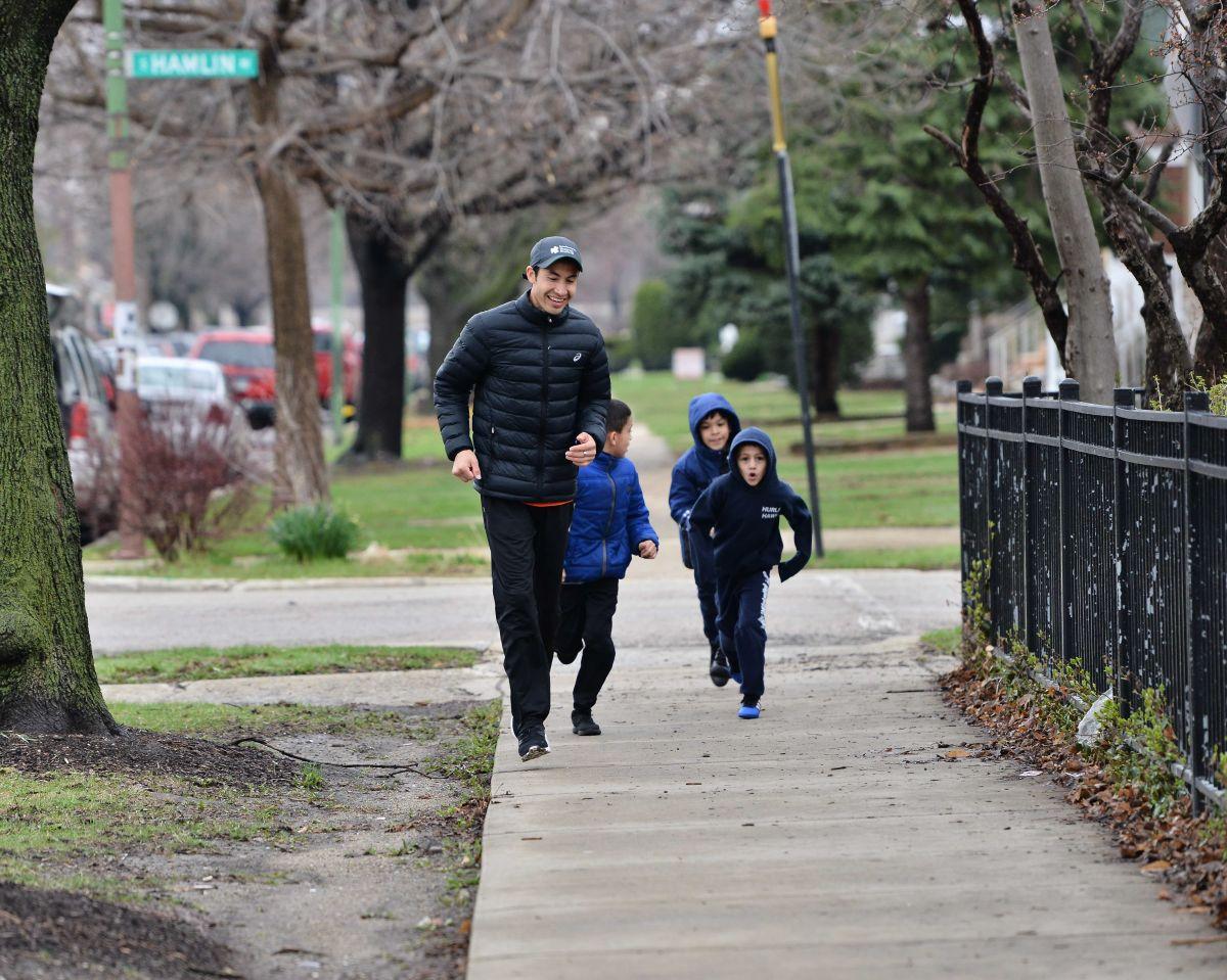 El olímpico Diego Estrada inspiró a niños de la escuela Hurley