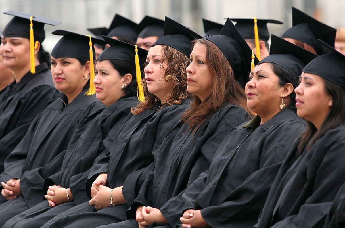 Demos a los adultos una oportunidad de obtener sus diplomas de preparatoria