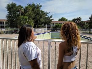 Familias se quedan sin donde vivir tras grave crisis en hotel de Kissimmee