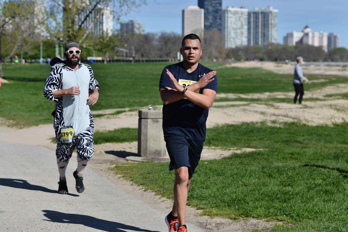 Mario Castrejón vive de retos deportivos,  desde una milla hasta un maratón. (Javier Quiroz / La Raza)