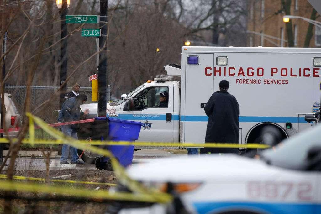Incendio deja un herido y siete desplazados en el barrio de South Shore en Chicago