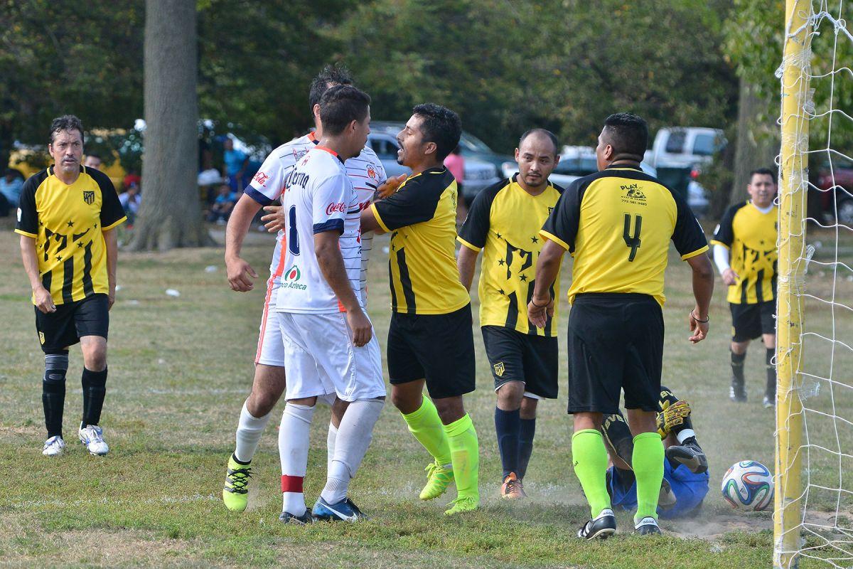 Modestos equipos en las finales de la Liga Douglas