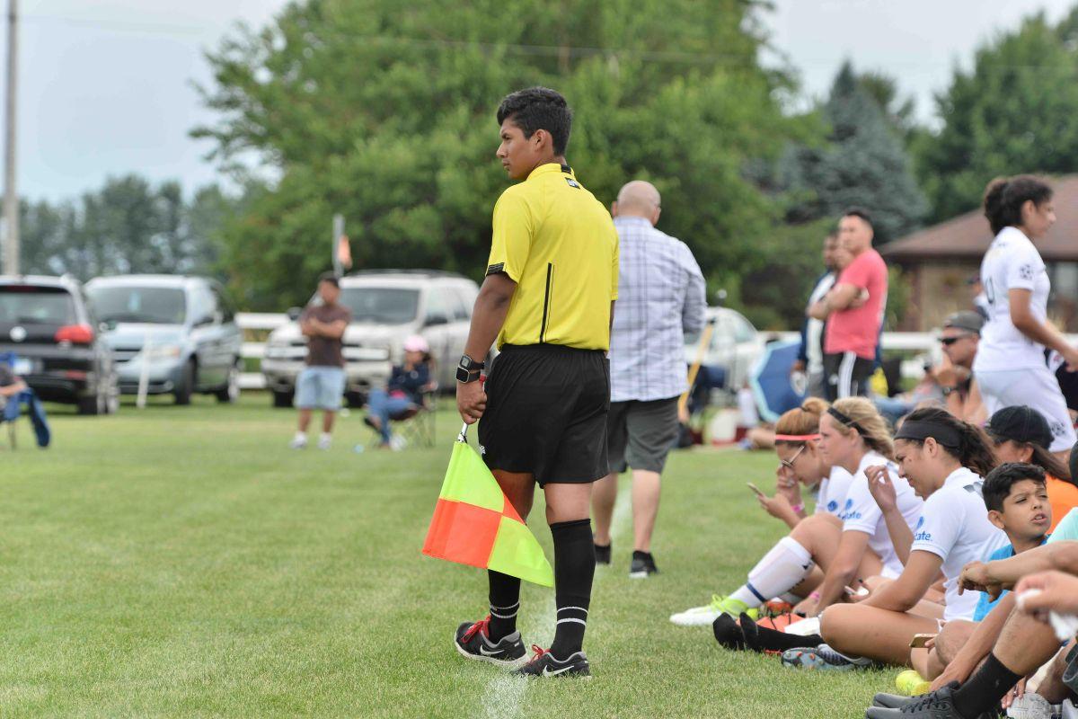 Buscan ayuda para graduar árbitros latinos