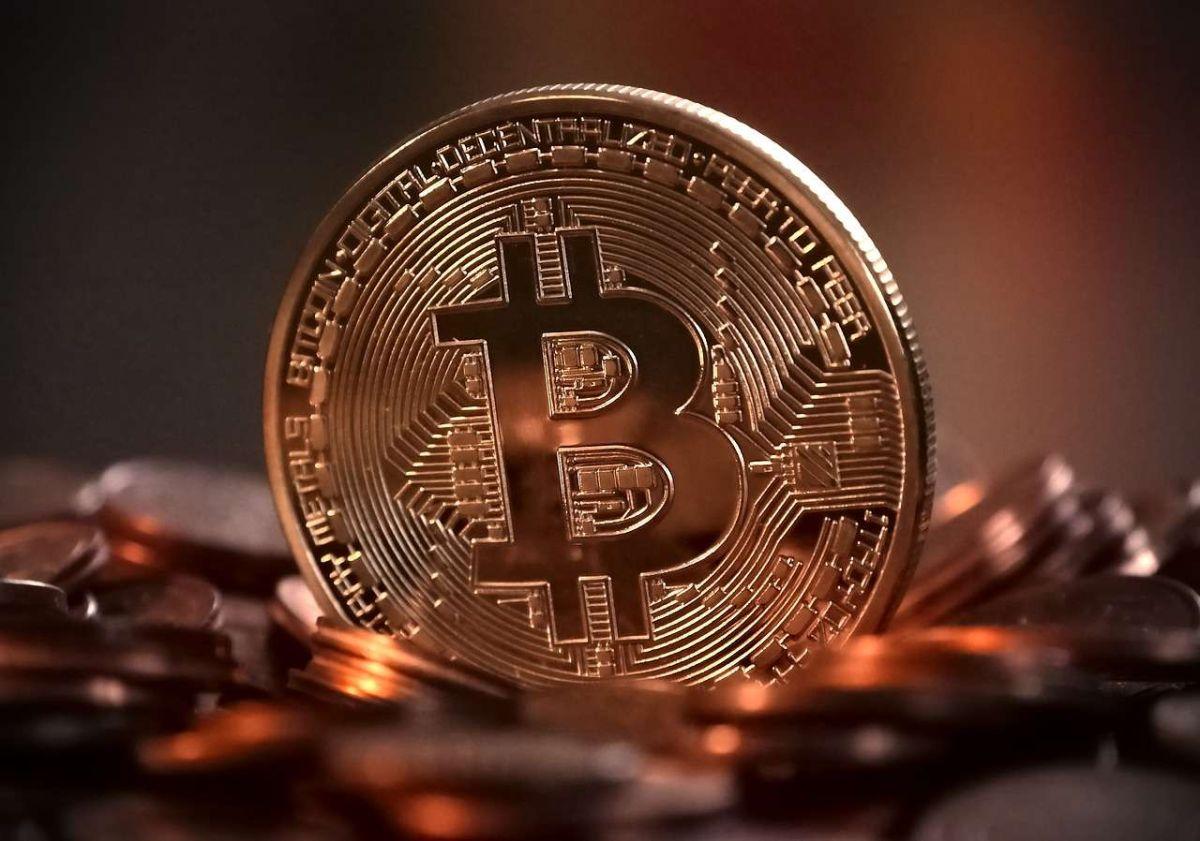 Bitcoin supera los 50,000 dólares por primera vez