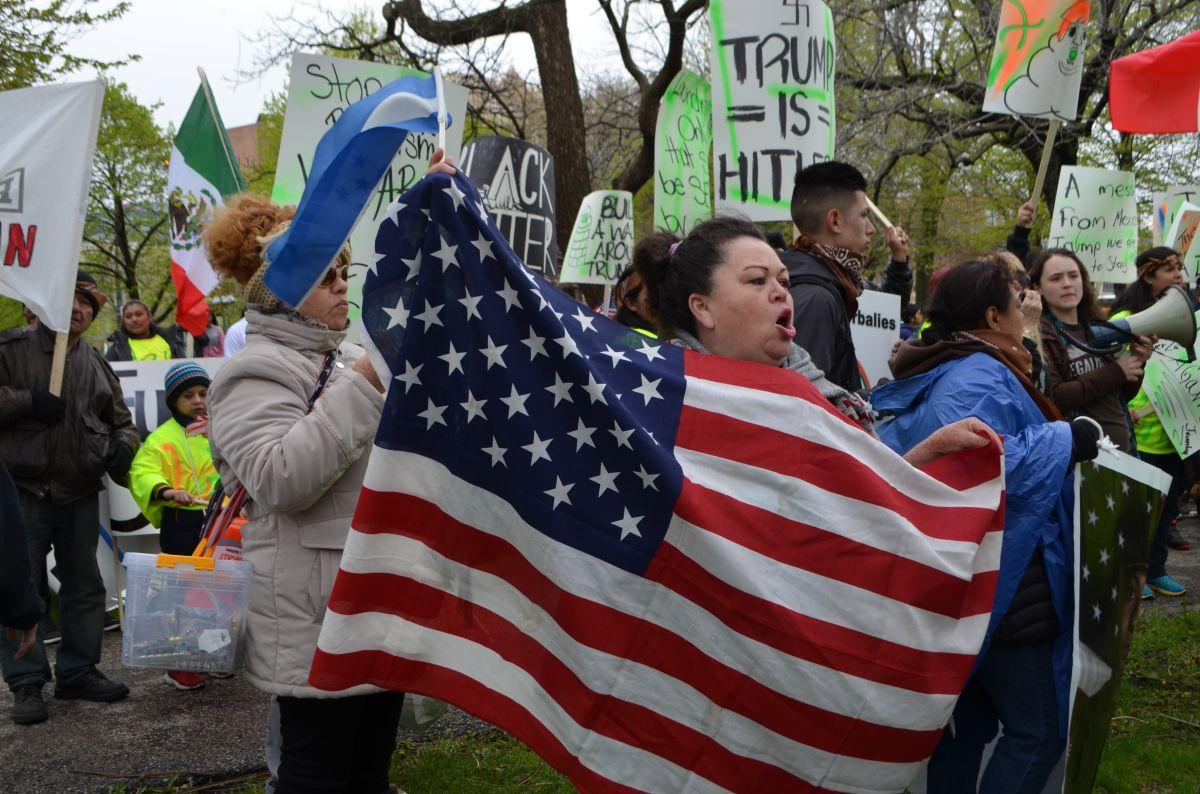 Marchan en Chicago para que se apruebe el 'Dream Act' limpio