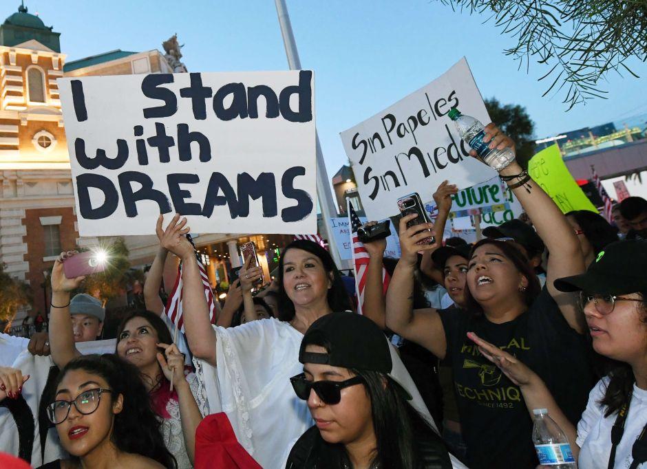 """Nueva propuesta bipartidista permitiría legalización de """"Dreamers"""" y más vigilancia fronteriza"""