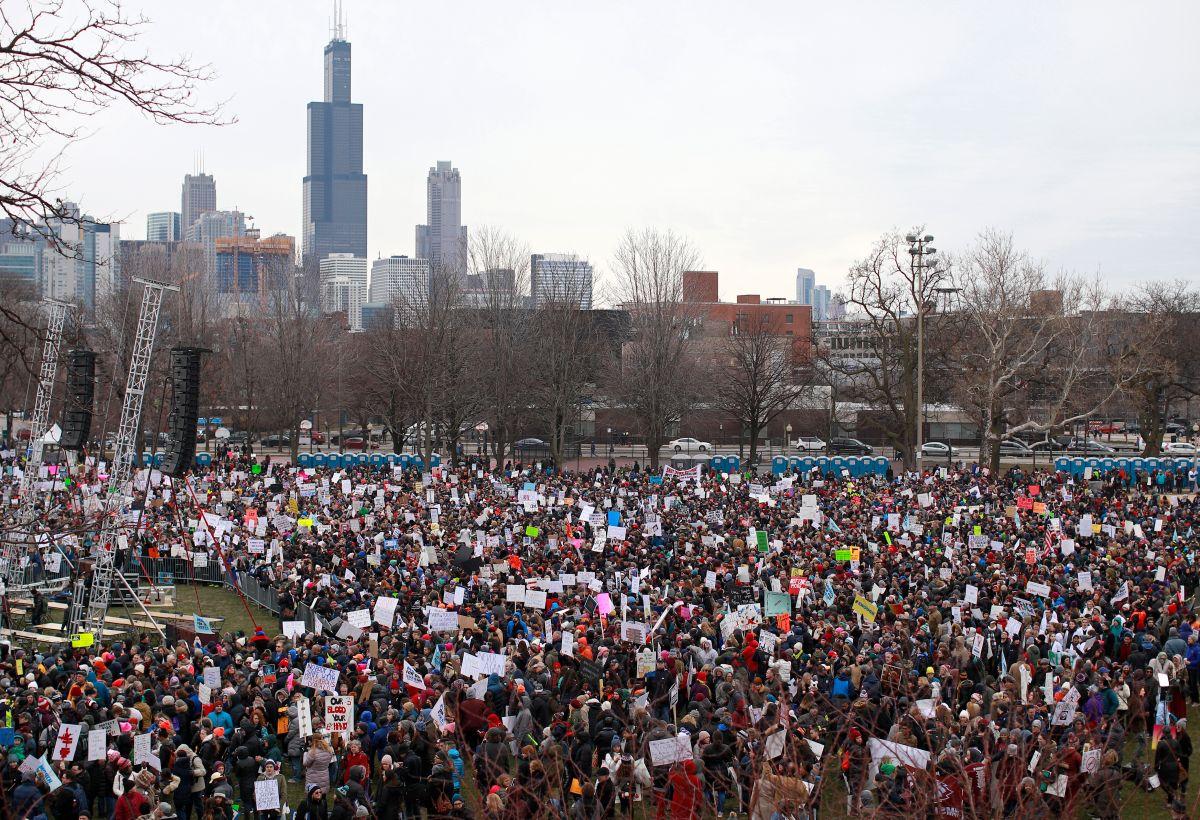 Cientos de miles marchan por la vida y mayor control de armas en EEUU