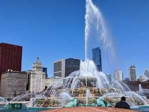 Clima cálido y soleado durante el inicio de la jornada laboral en Chicago el lunes y martes