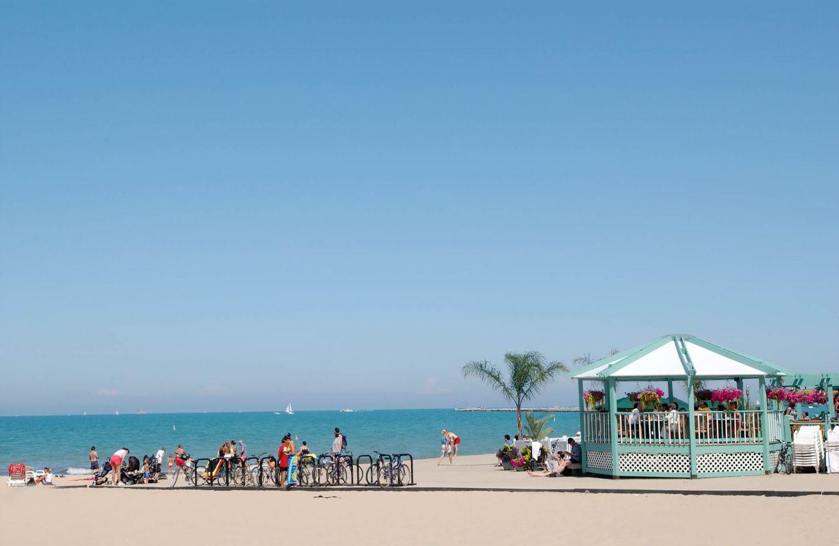 Las playas de Chicago se abren al público este fin de semana de Memorial Day.