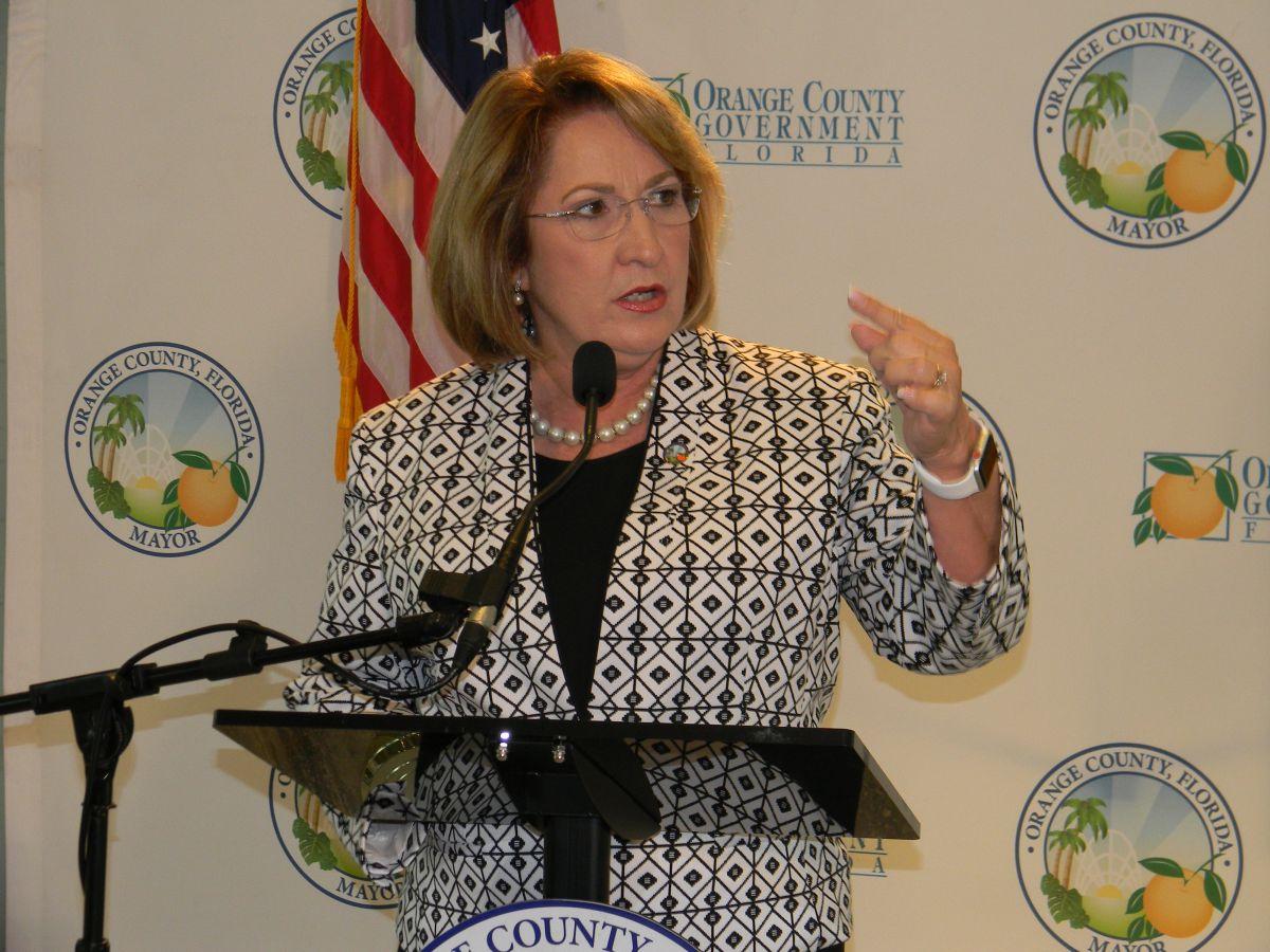 Teresa Jacobs destacó asuntos hispanos en su último informe del estado del Condado de Orange