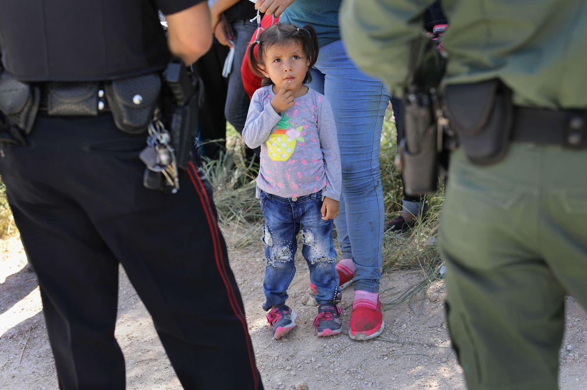 DHS tiene al menos 2,000 niños que fueron separados de sus padres.