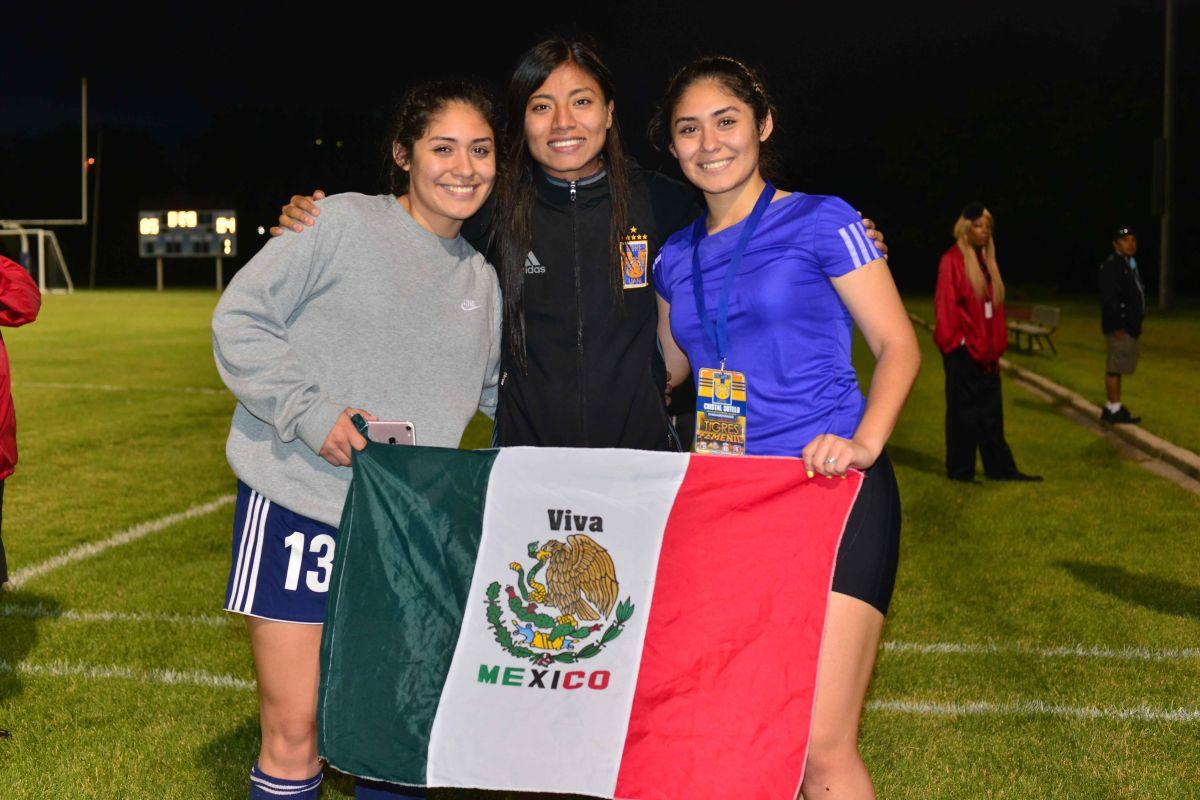 Las gemelas Crystal y Priscila retaron a Tigres Femenil UANL