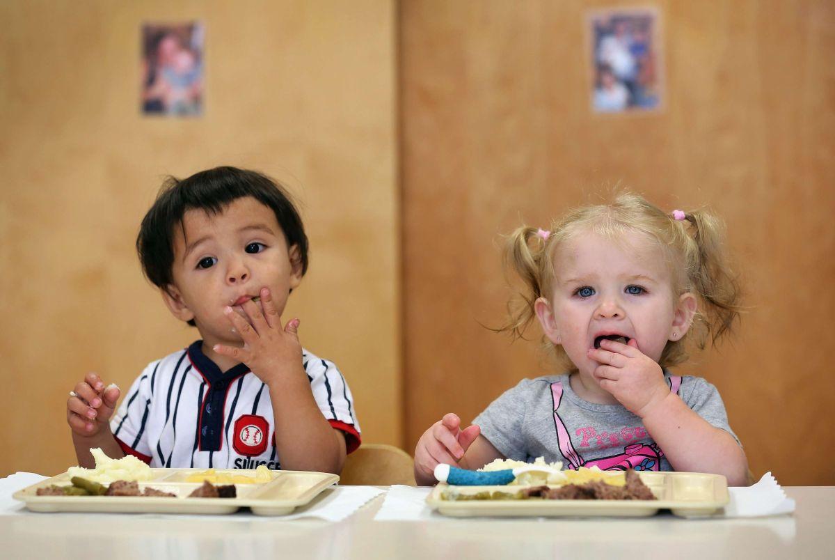 Brindan clases de cocina para niños necesitados en Chicago
