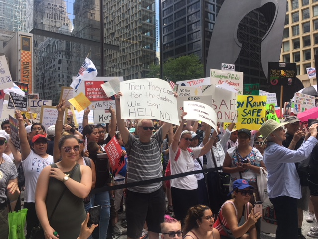 Miles exigen en Chicago no separar a las familias migrantes
