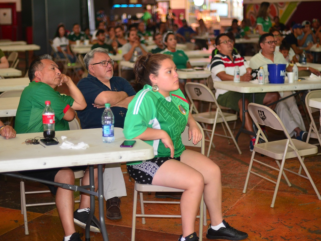 Seguidores de la selección mexicana llenaron Chitown para ver el juego contra Brasil. (Javier Quiroz / La Raza)