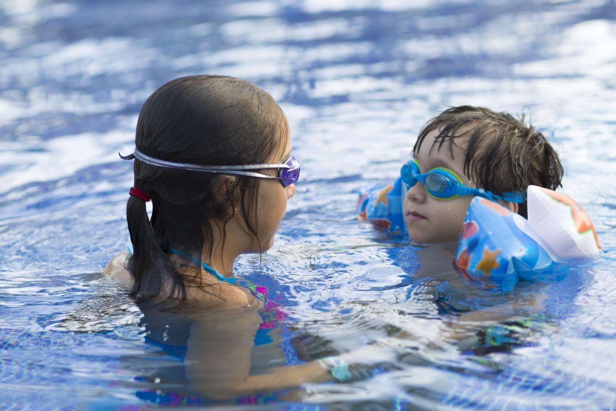 Las piscinas al aire libre del Distrito de Parques de Chicago permanecerán abiertas hasta el 6 de septiembre.