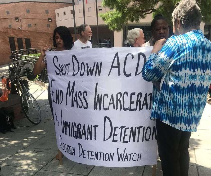 Revelan los abusos contra inmigrantes en un centro de detención en Atlanta