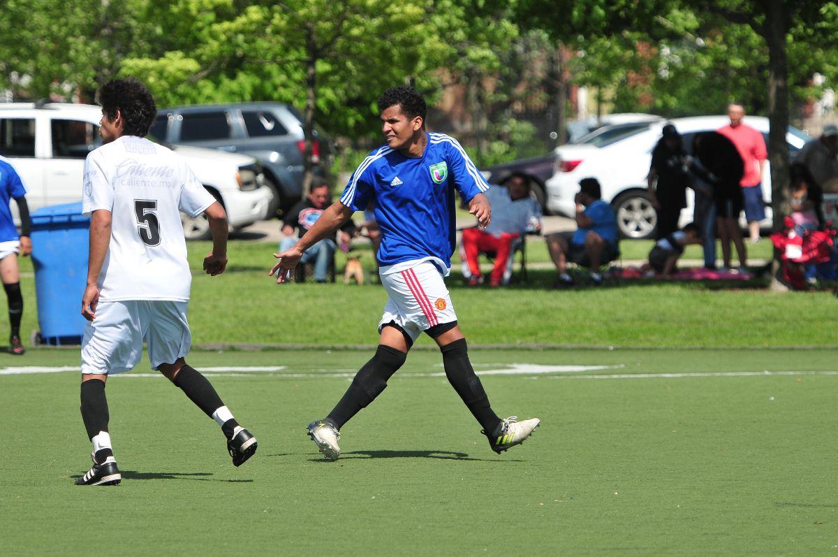 De Puerto Rico a los campos de futbol en Chicago