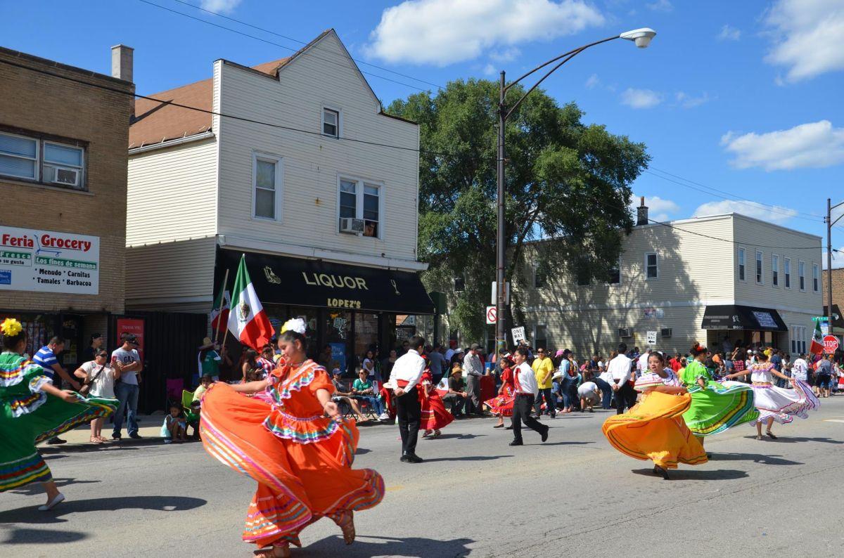 En Chicago y suburbios se realizan desfiles para celebrar la Independencia de México.