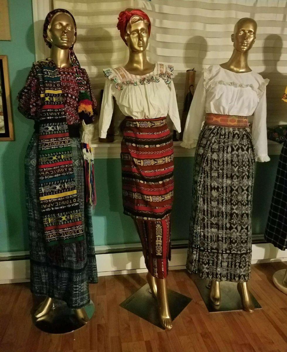 Muestran la bella tradición de los trajes típicos de Guatemala