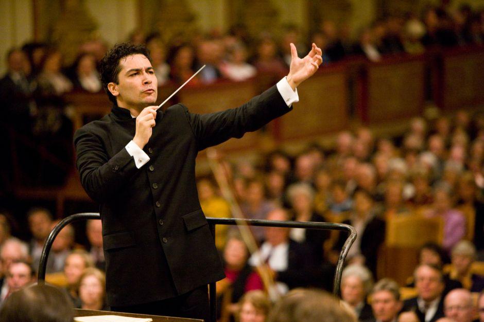 El colombiano Andrés Orozco Estrada presenta la Tercera Sinfonía de Mahler con la Sinfónica de Chicago