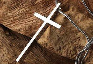 5 cadenas con mensajes bíblicos que puedes llevar contigo siempre