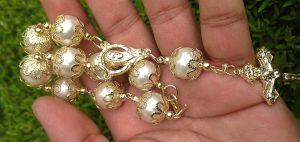 5 mini rosarios que podrás regalar en el bautizo de tu hijo