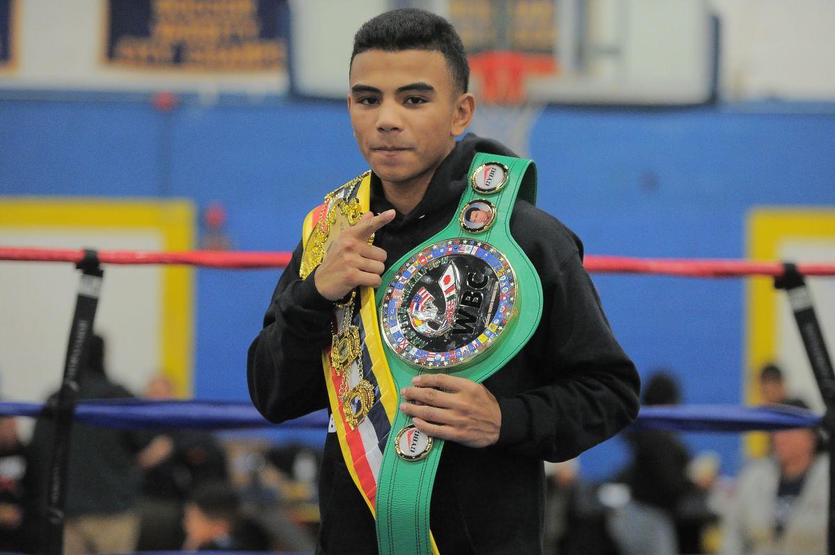 Jeremy Ortiz, campeón de los Power Gloves y ganador del cinturón verde CMB por ser el mejor del torneo.  (Javier Quiroz / La Raza)