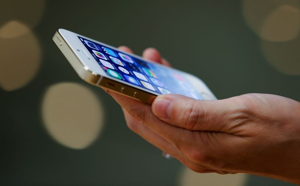Policía de Chicago alerta a residentes sobre robos de teléfonos celulares en el Loop