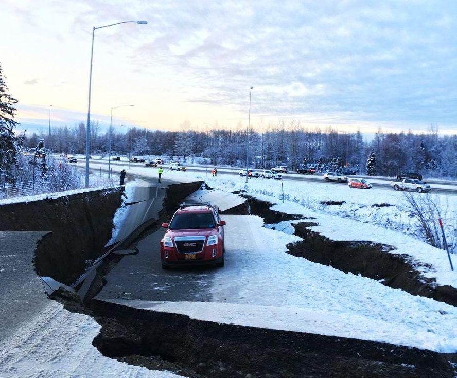 Alaska: Terremotos consecutivos causan severos daños en vías y corte de servicios