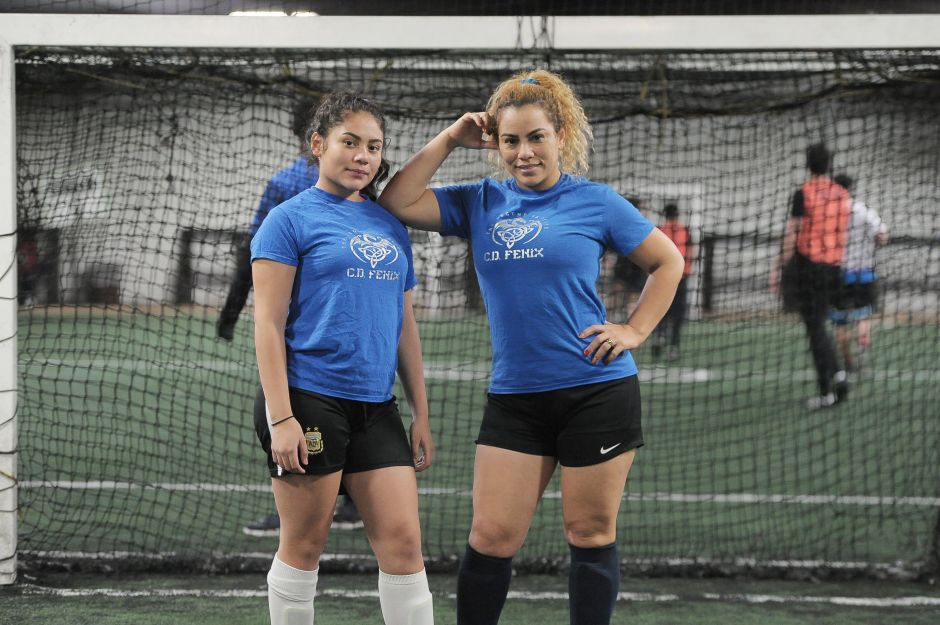 Madre e hija son la llave ideal en delantera y defensa en el futbol de Chicago