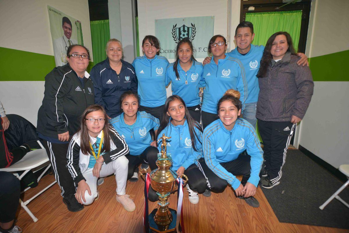 Cicero Jaguars Premier tuvieron una fiesta para celebrar el campeonato. (Javier Quiroz / La Raza)