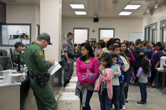 La alcaldesa electa Lori Lightfoot dijo que inmigrantes indocumentados siempre serán bienvenidos en Chicago