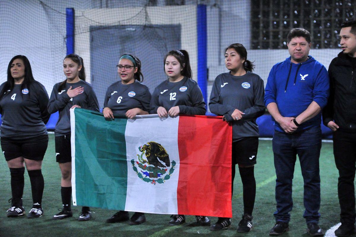 Liga Interamericana de Chicago premia a sus campeones de los lunes