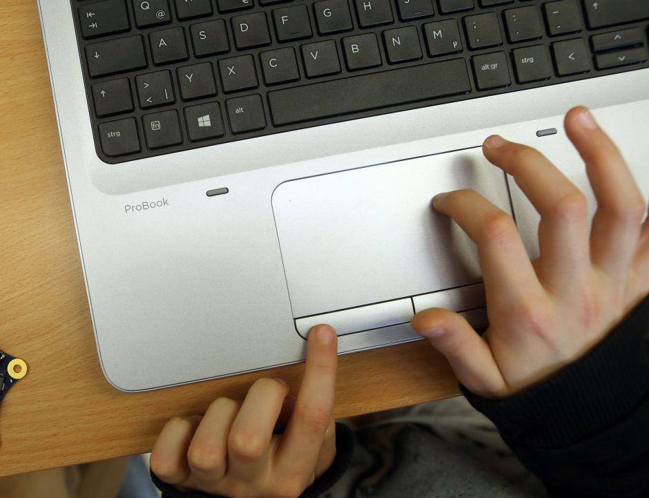 Incredulidad en Chicago sobre la oferta de internet gratuito para ciertos alumnos de CPS