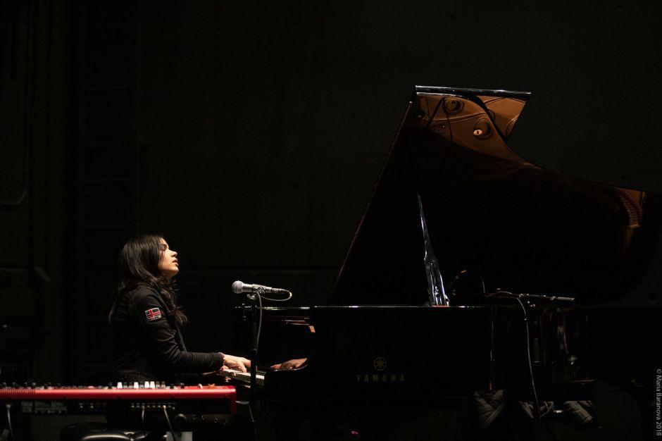 """Pianista boricua Alexa Rivera se reconecta con sus raíces en su primer disco """"HIHEAL"""""""